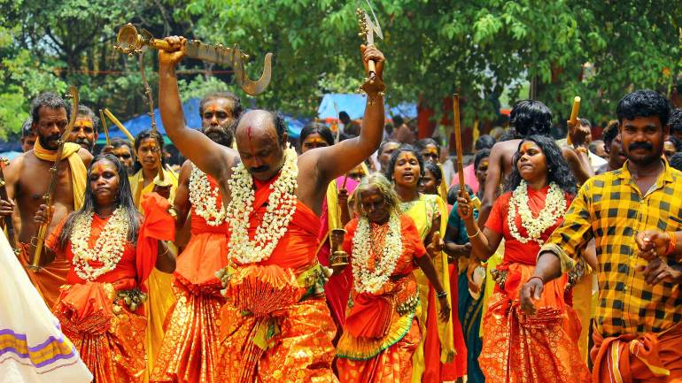 Oracles-moving-to-the-'Nilapadu-Thara'-Kerala-Festival-Photos-De-Kochi-Kodungallur-Bharani-Festival, Kodungallur Bharani