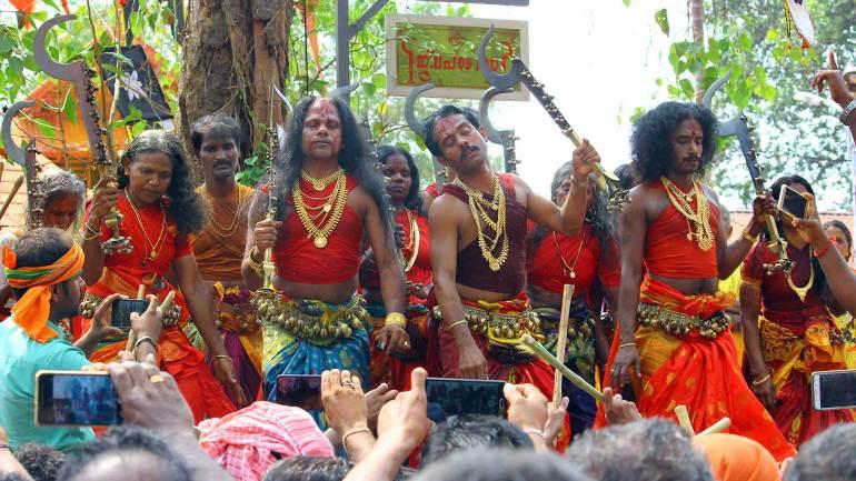 Oracles-rendering-the-'Thanaro-Thannaro-song'-to-praise-Kodungallur-Bhagavathy-Kerala-Festival-Photos-De-Kochi