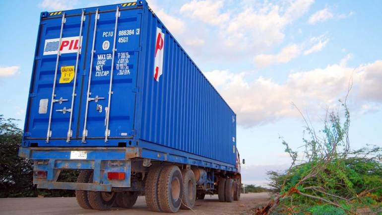 A-large-container-truck-in-the-Hargeisa-Berbera-highway,-Somaliland