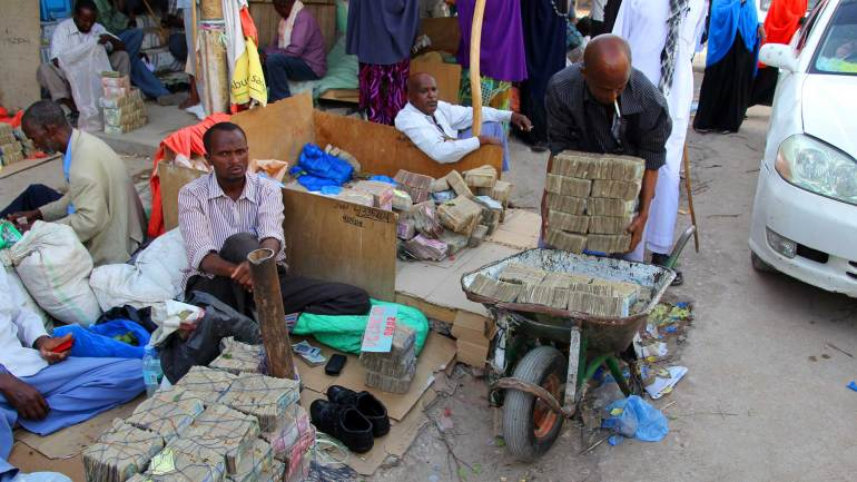 Currency-traders,-who-exchange-US-dollar-to-Somaliland-Shilling-in-Hargeisa-City-Somaliland