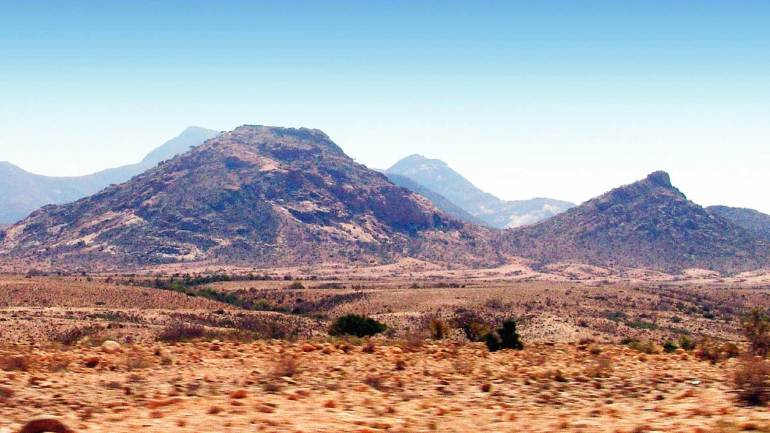 Mountains-along-the-side-of-the-Hargeisa-Berbera-highway,-Somaliland