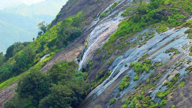 Huge-Waterfall-beside-the-Eravikulam-National-Park-Rajamalai-Hill-Munnar-Eravikulam National Park
