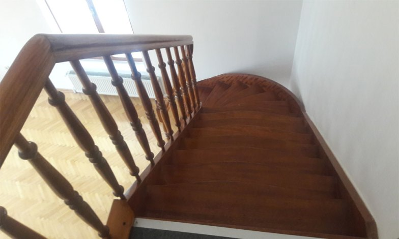 Üst kat çıkış merdiveni sökülecek ve bu yere asma kat yapılacak. Bir oda yapılacak.