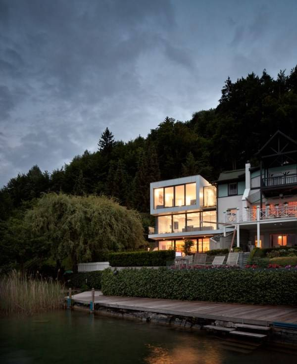 Design of a big house by the lake
