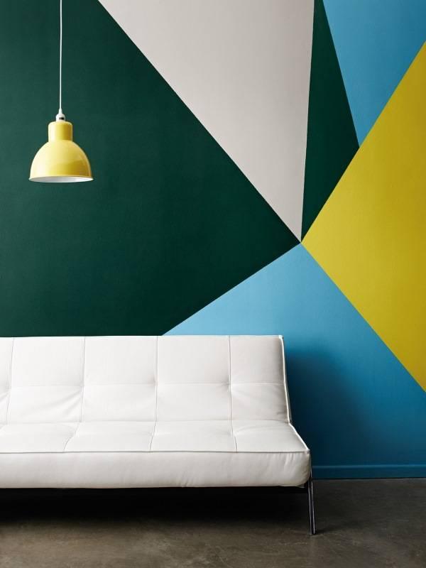 İç mekanda çok renkli duvar