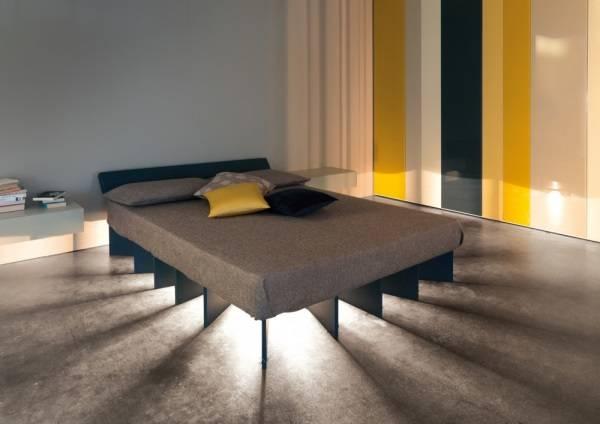 Yatak odasında gece aydınlatması için orijinal bir fikir