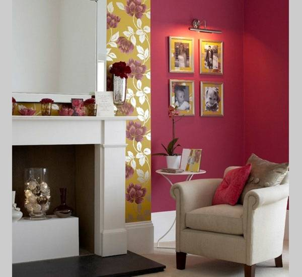 Oturma odasında duvardaki resimlerin aydınlatılması