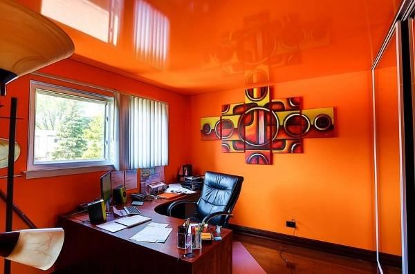domashniy-ofis-v-oranzhevom-cvete