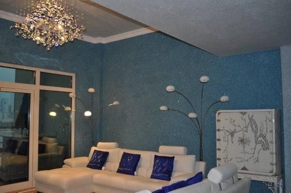 Duvarlar için sıvı duvar kağıdı - salonun iç fotoğrafı