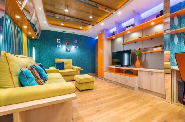 Parlak mavi sıvı duvar kağıdı - oturma odası tasarımı