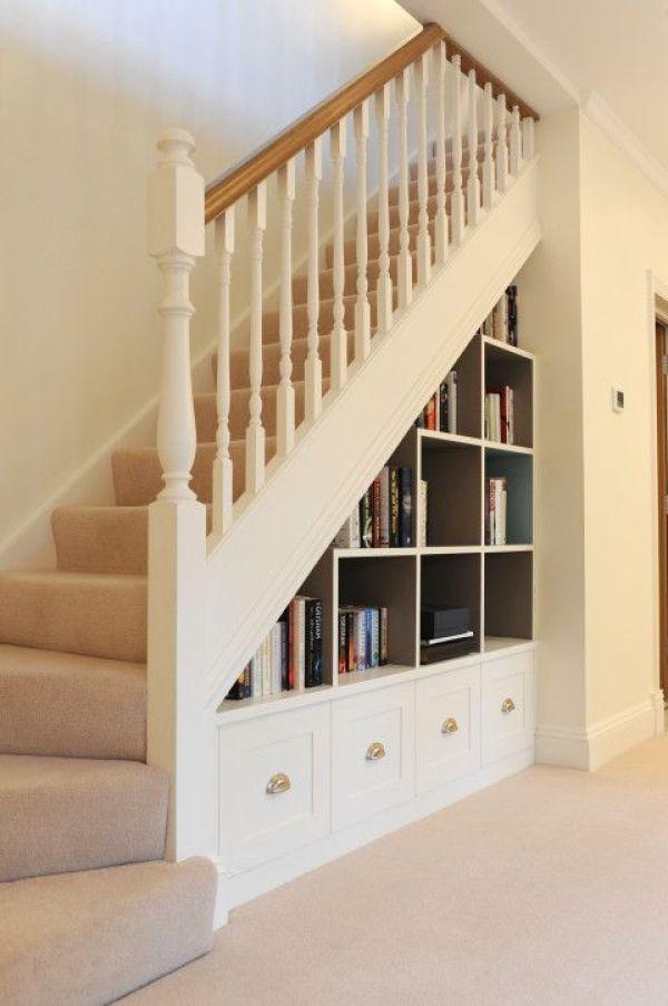 özel bir evde merdivenlerin altında gardırop fotoğrafı, fotoğraf 24