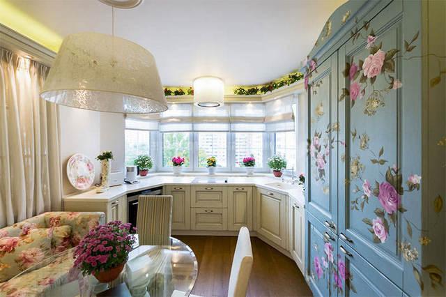 Çiçek motifli Provence tarzı mutfak tasarımı