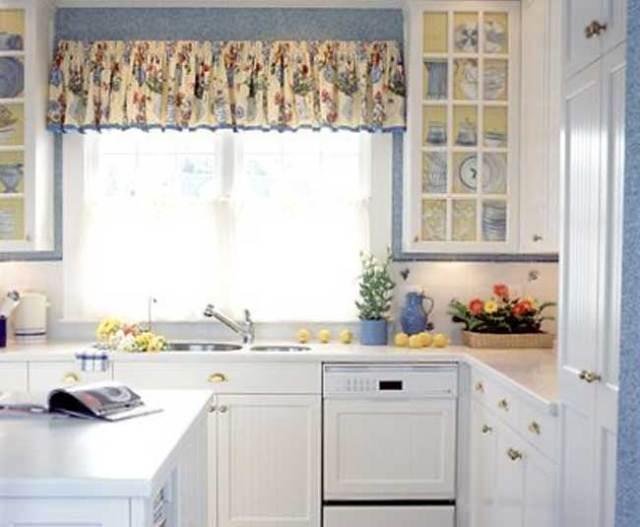 provence tarzı fotoğrafta küçük köşe mutfak