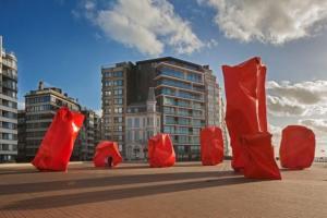 Vreemde monolieten gespot aan de kust van Oostende