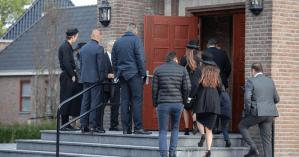 """Nederlanders opnieuw naar kerk ondanks corona: """"Wij geloven niet in die onzin"""""""
