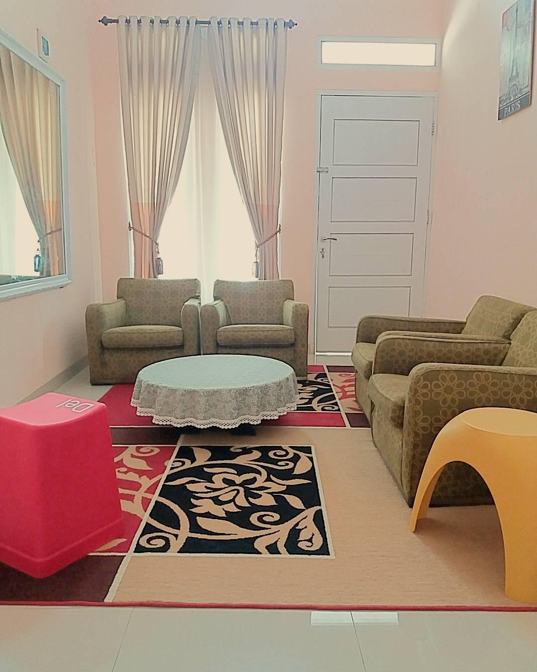 Gambar Desain Ruang Tamu Dengan Wallpaper  Contoh Z
