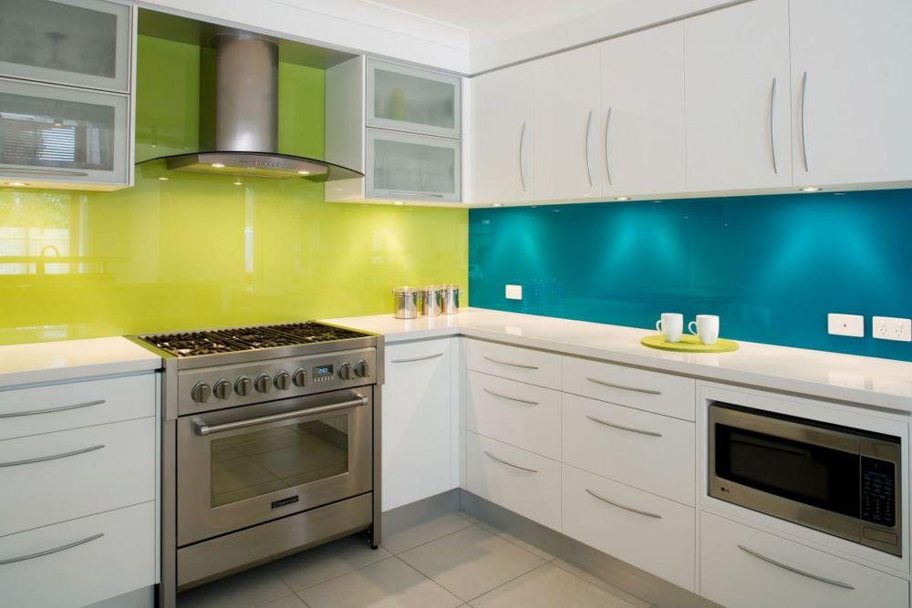 Pencahayaan kitchen set minimalis elegan