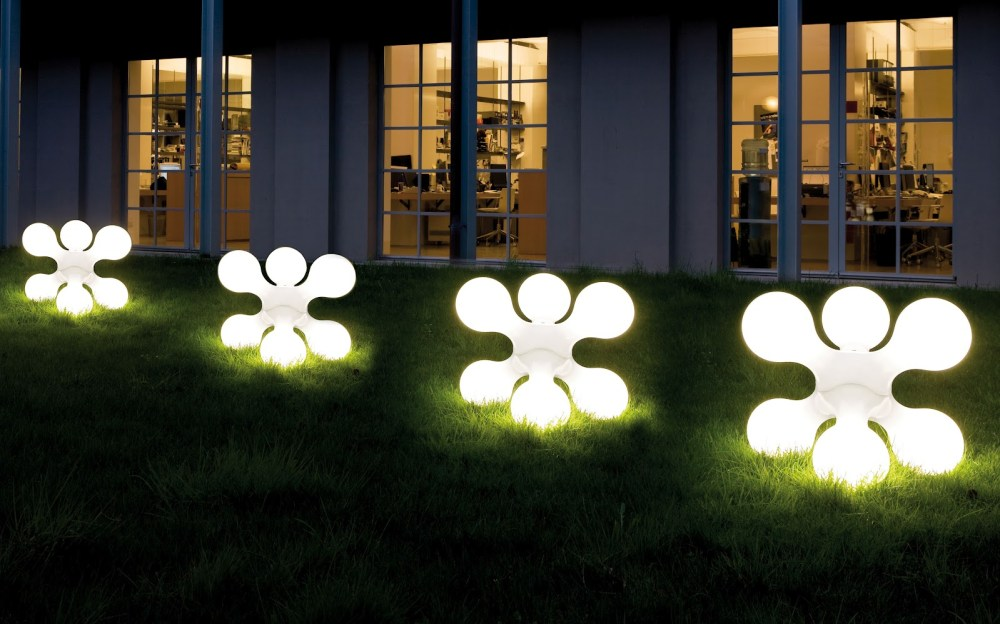 Dekorasi Taman dengan Lampu Taman