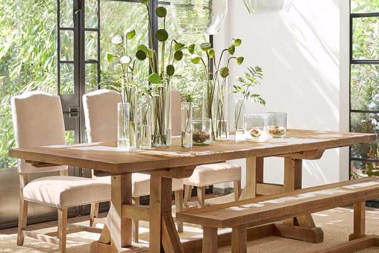 Vas Bunga Untuk Dekorasi Ruang Makan