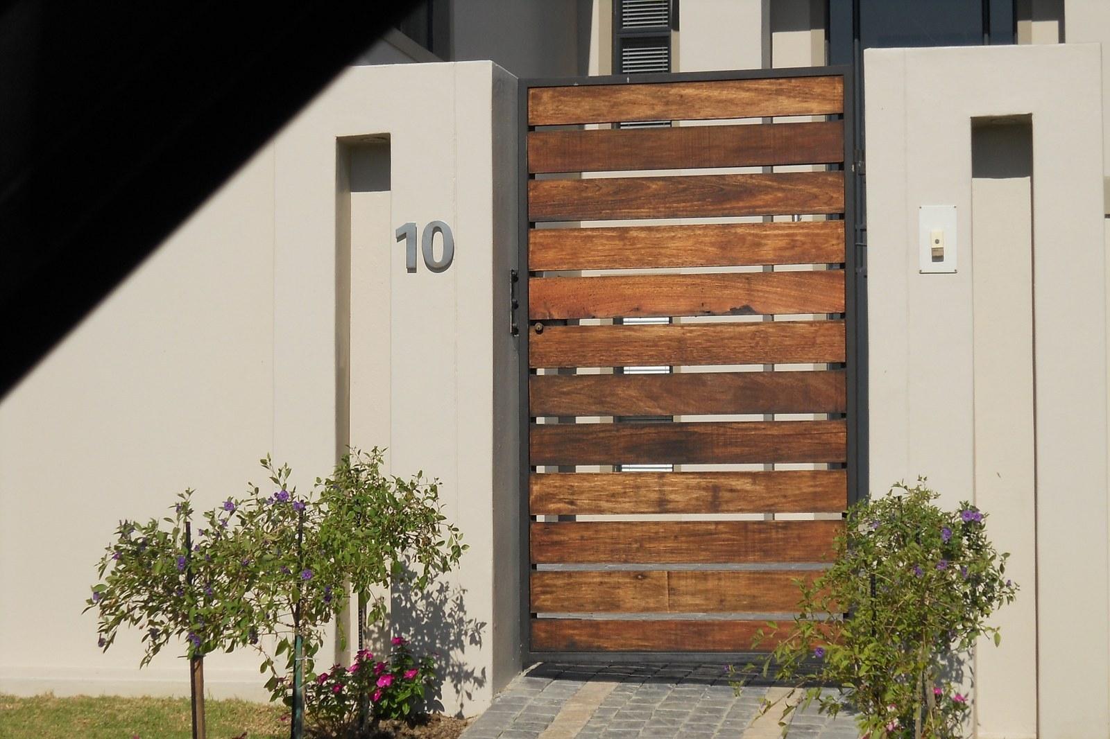 10 Desain Pagar Kayu Minimalis Untuk Rumah Terlihat Lebih Mewah