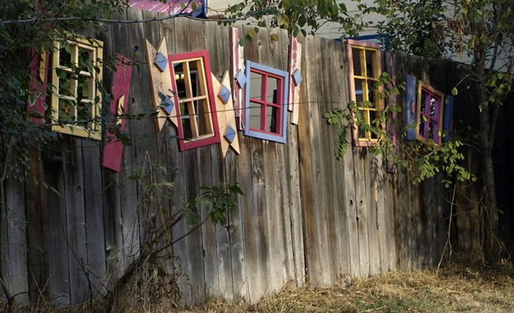 Pagar Rumah Unik Jendela Bekas