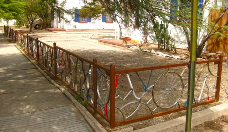 Pagar Rumah Unik Sepeda Bekas