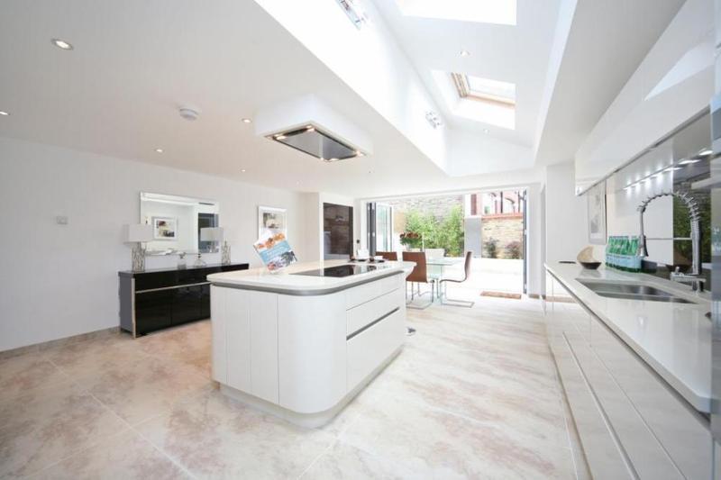 Dapur Minimalis Terbuka Skylight