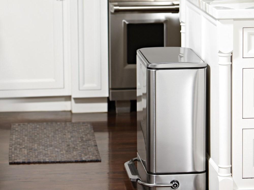 Dapur Sederhana Bersih dan Rapi Keranjang Sampah