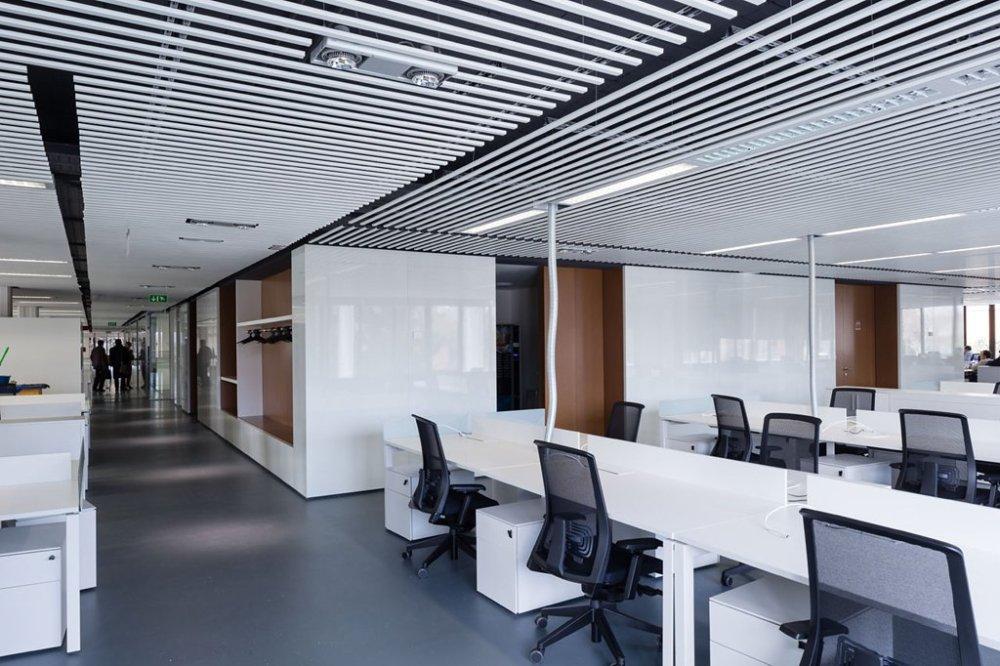10 desain plafon minimalis ala kantoran ini bisa kamu tiru for Ono oficinas