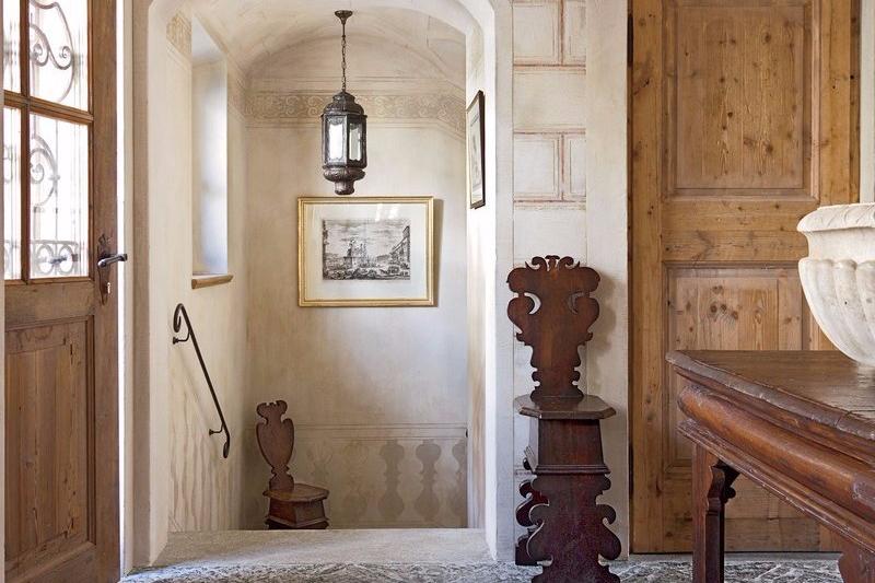 Foyer Simpel dan Vintage dari Swiss