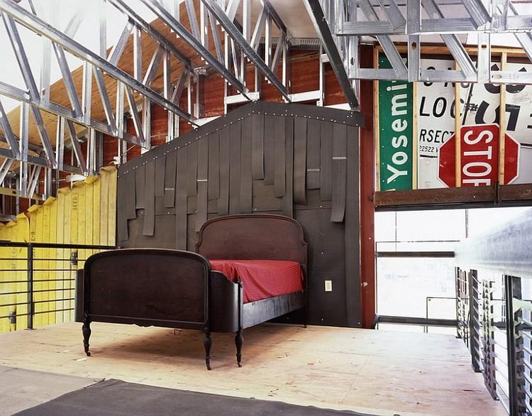 interior kamar tidur langit ekspos