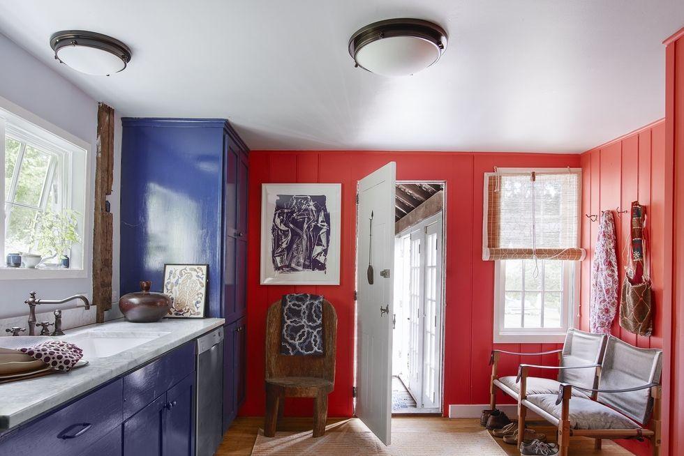 Desain Dapur Kecil dengan Bantuan Area di Sekitarnya