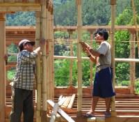 Desain Rumah Makan Bambu