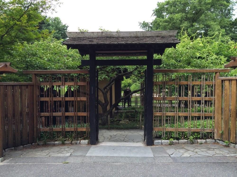 Rumah Jepang Gerbang Kayu