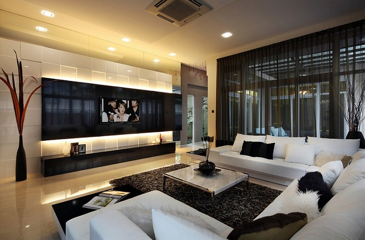 Gorden rumah berupa sheer curtain hitam