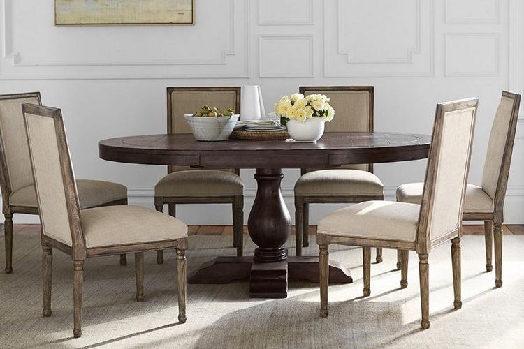 Meja makan minimalis dengan alas alas kaki