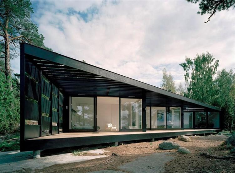 Desain rumah unik geometris dengan bentuk trapesium