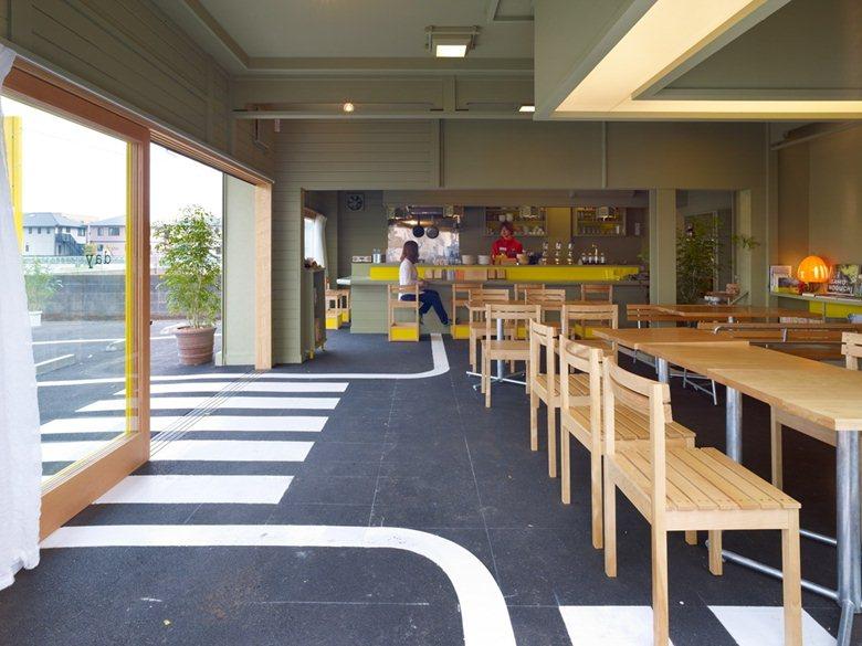 Interior Cafe Parkiran