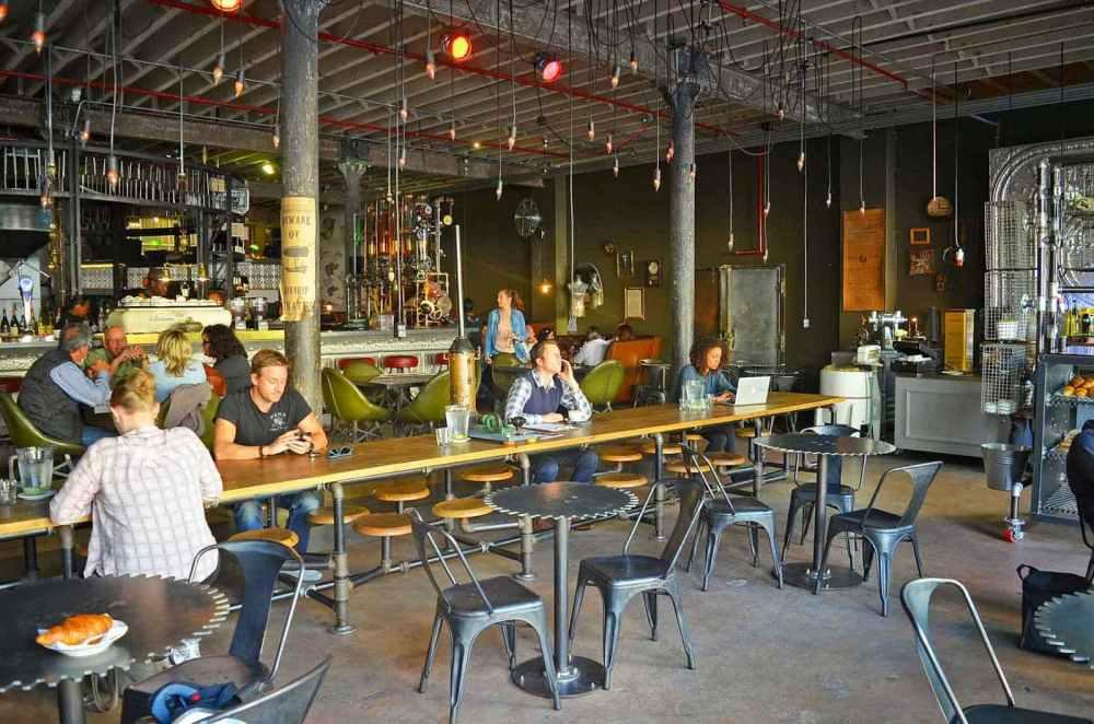 Interior Cafe Mesin Mesin Kopi