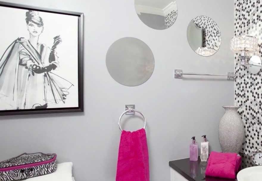 Kamar Mandi Sederhana Lukisan