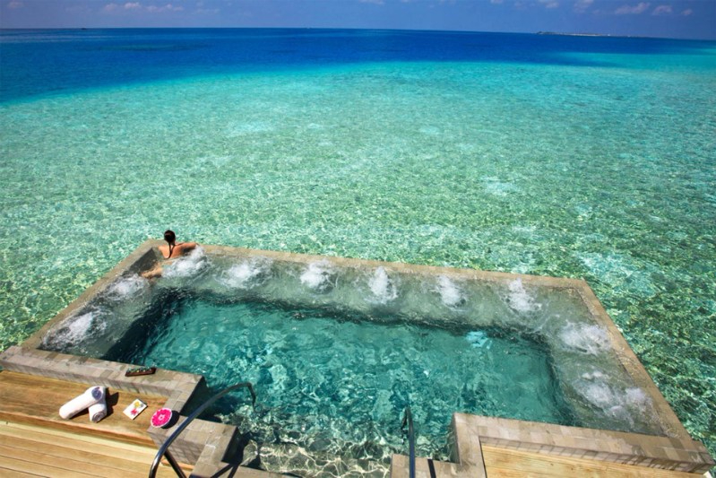 Kolam Renang Velassaru Resort Maladewa