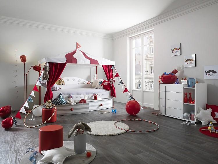 kamar anak sirkus