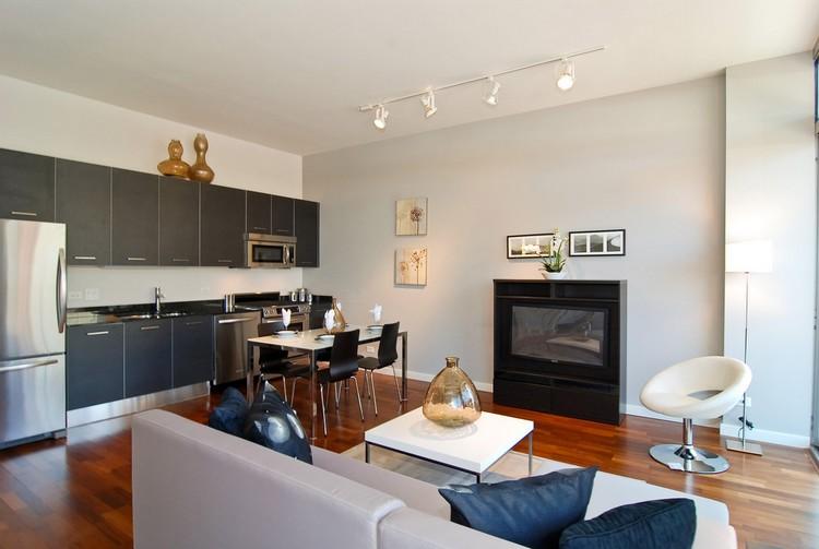 Ruang keluarga menyatu dengan ruang makan minimalis tanpa batas
