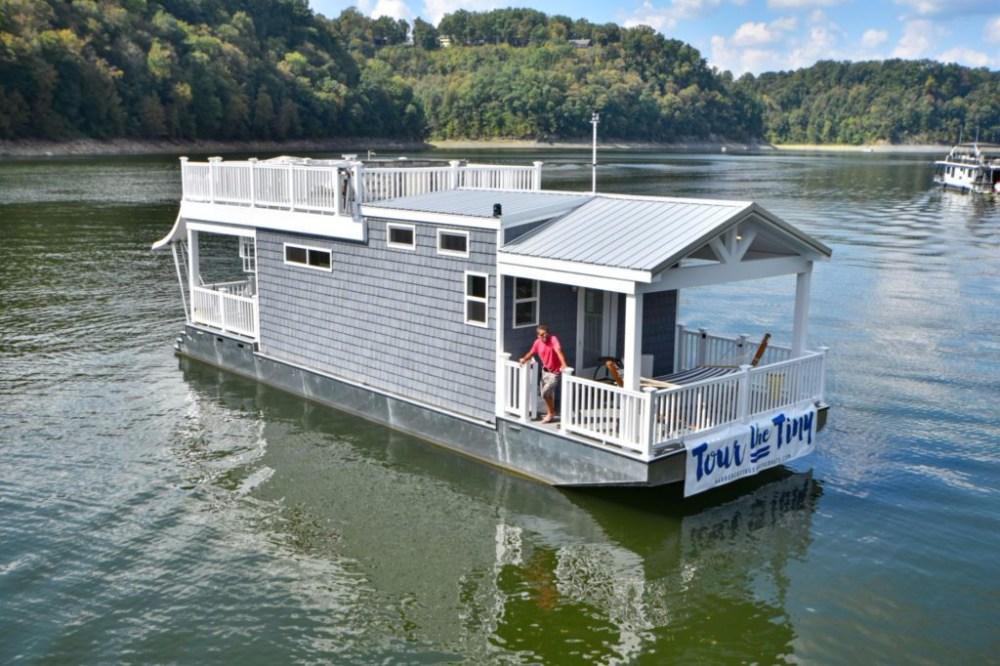 Rumah-Mini-Harbor-Cottage-Houseboats