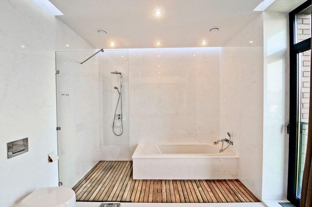 lantai kamar mandi kayu