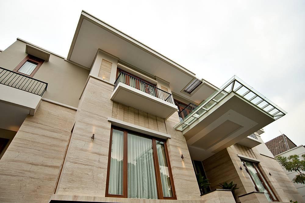 rumah batu alam denga fasad mengilap exterior