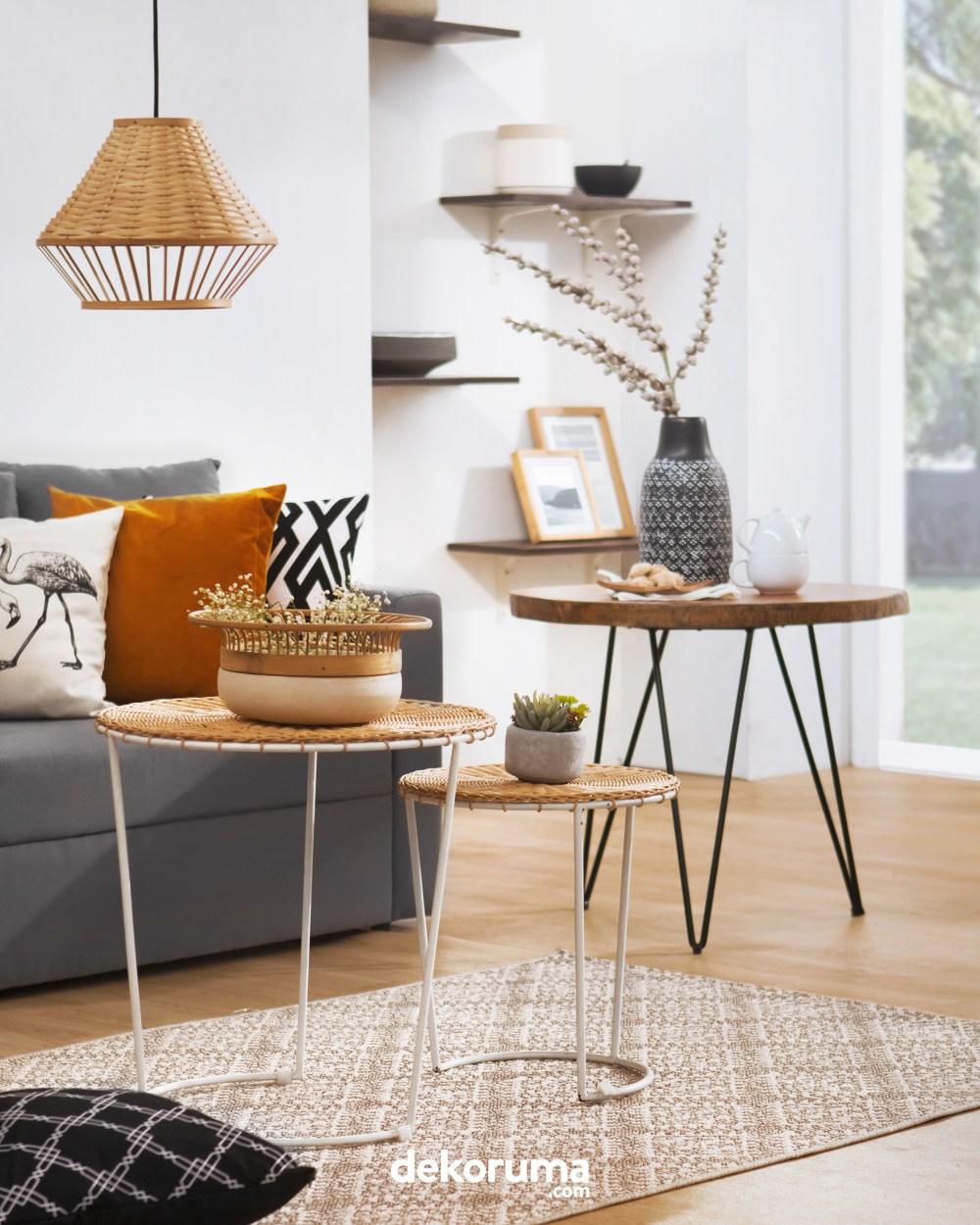 Desain Rumah Lampu dan Meja Samping Natural