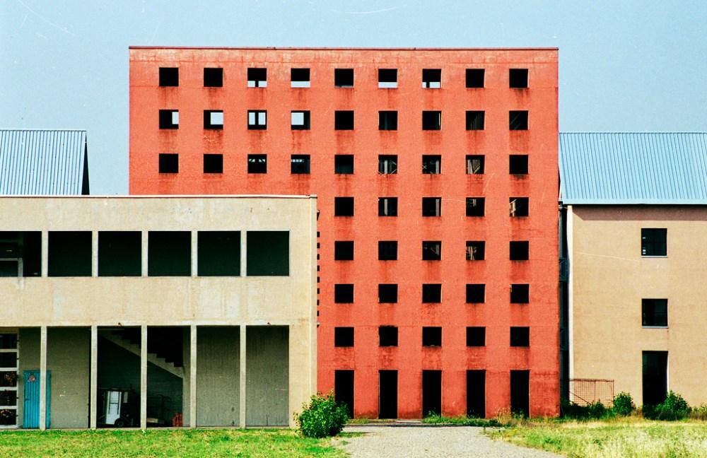 Arsitektur Postmodern Bentuk Sederhana