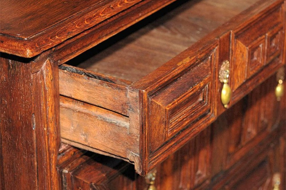 Bahan Dasar Furnitur Antik