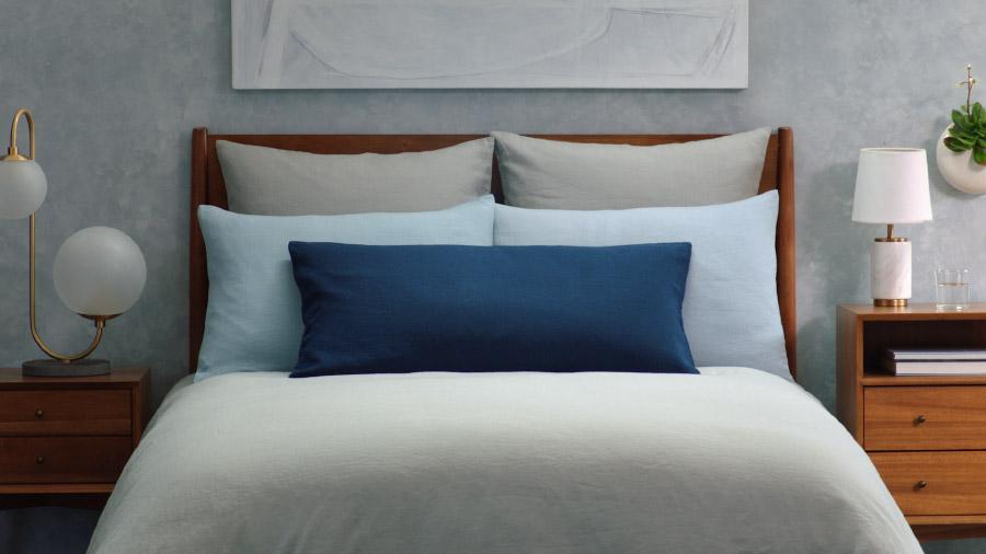 Cara Merapikan Tempat Tidur Bantal